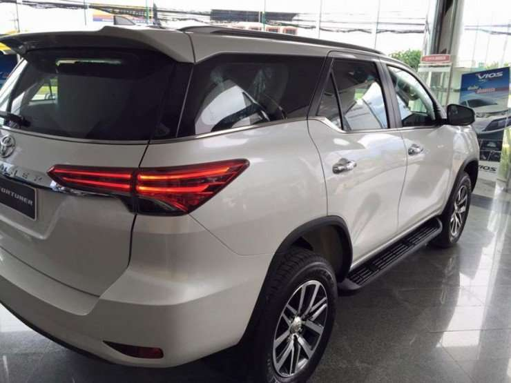 16072015-Car-Toyota_Fortuner_11