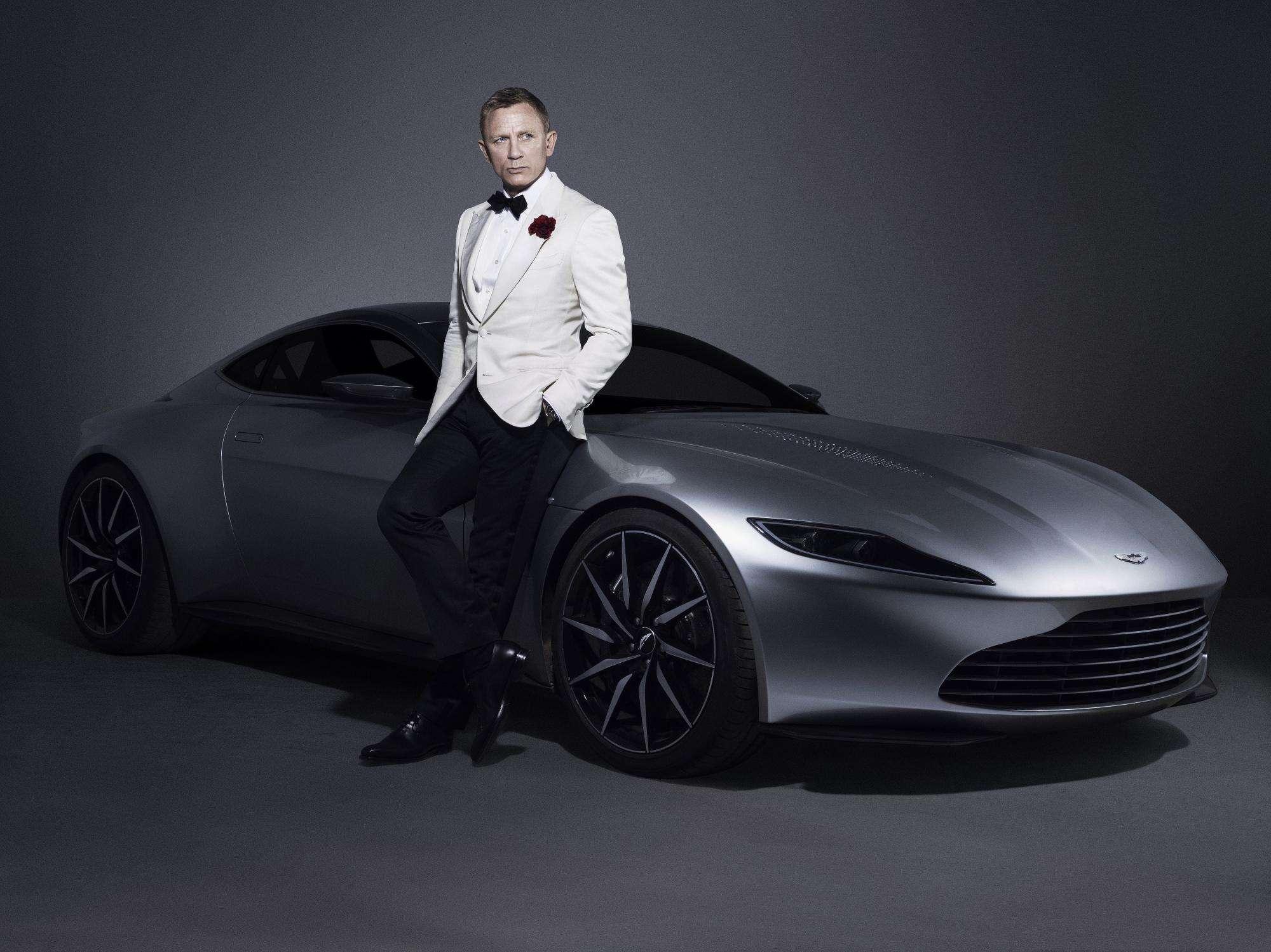 Aston Martin DB10 James Bond Akan Dilelang