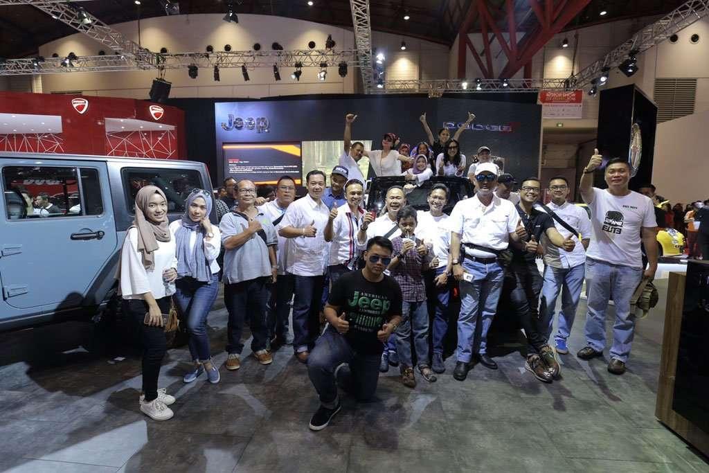 Komunitas Jeep Wrangler Indonesia Sambangi Garansindo World di IIMS 2016