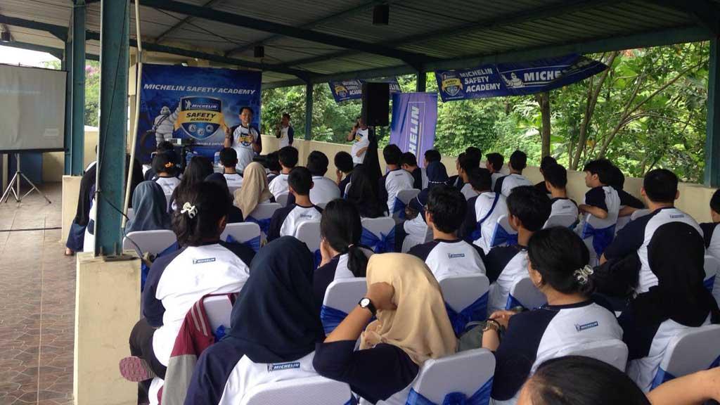 250 Pelajar SMA Ikuti Program Keselamatan Berkendara Bersama Michelin