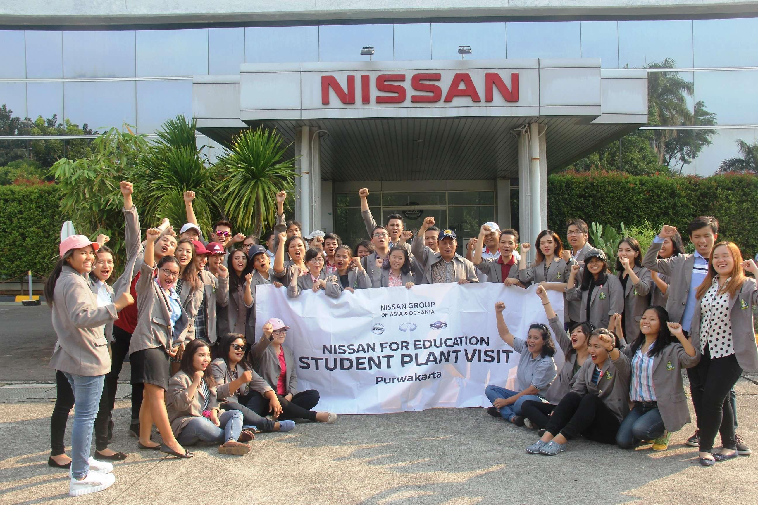 Nissan Ajak Siswa Kunjungi Pabrik di Purwakarta