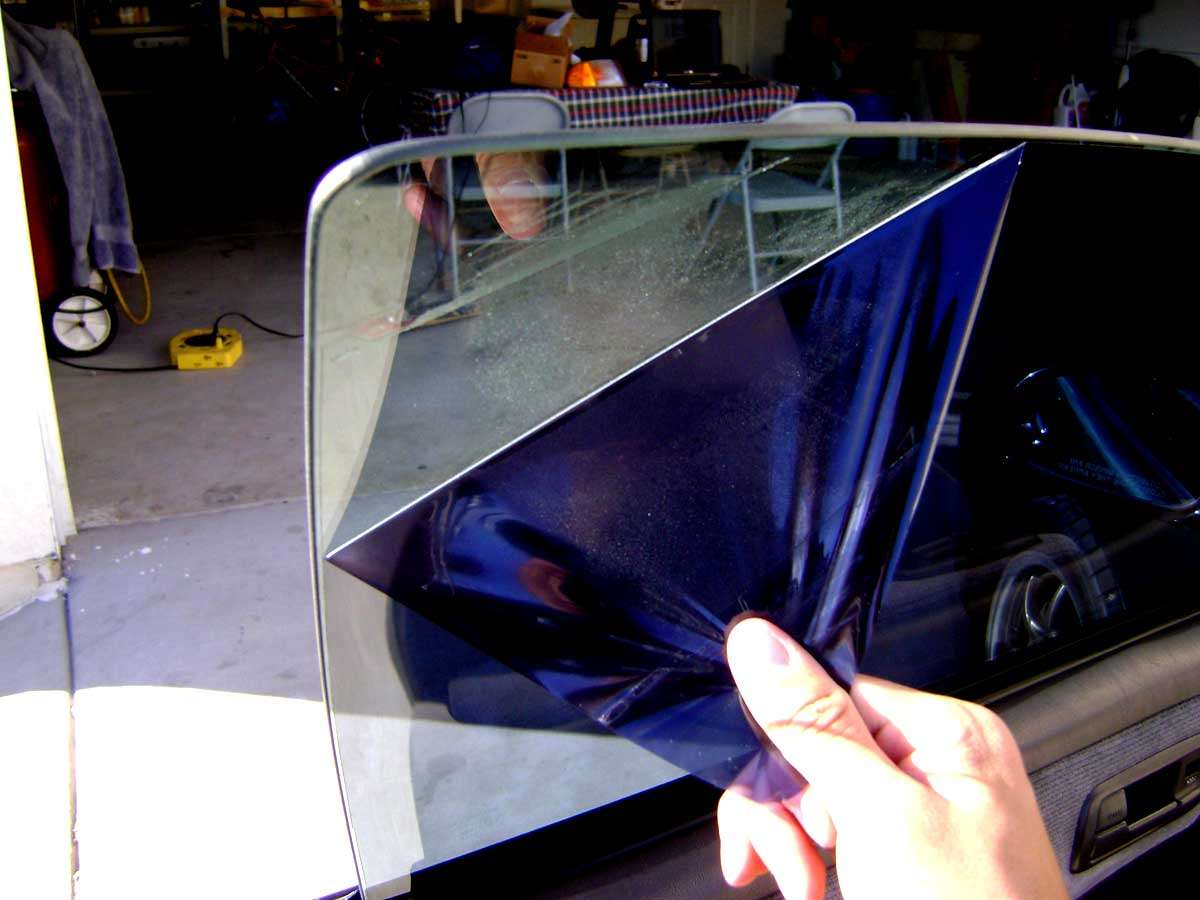 Ciri-Ciri Kaca Film Mobil Anda Harus Diganti