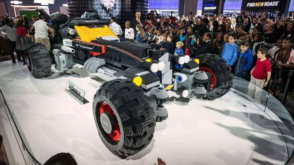 Chevrolet  Bangun Batmobile dari 344.187 Lego