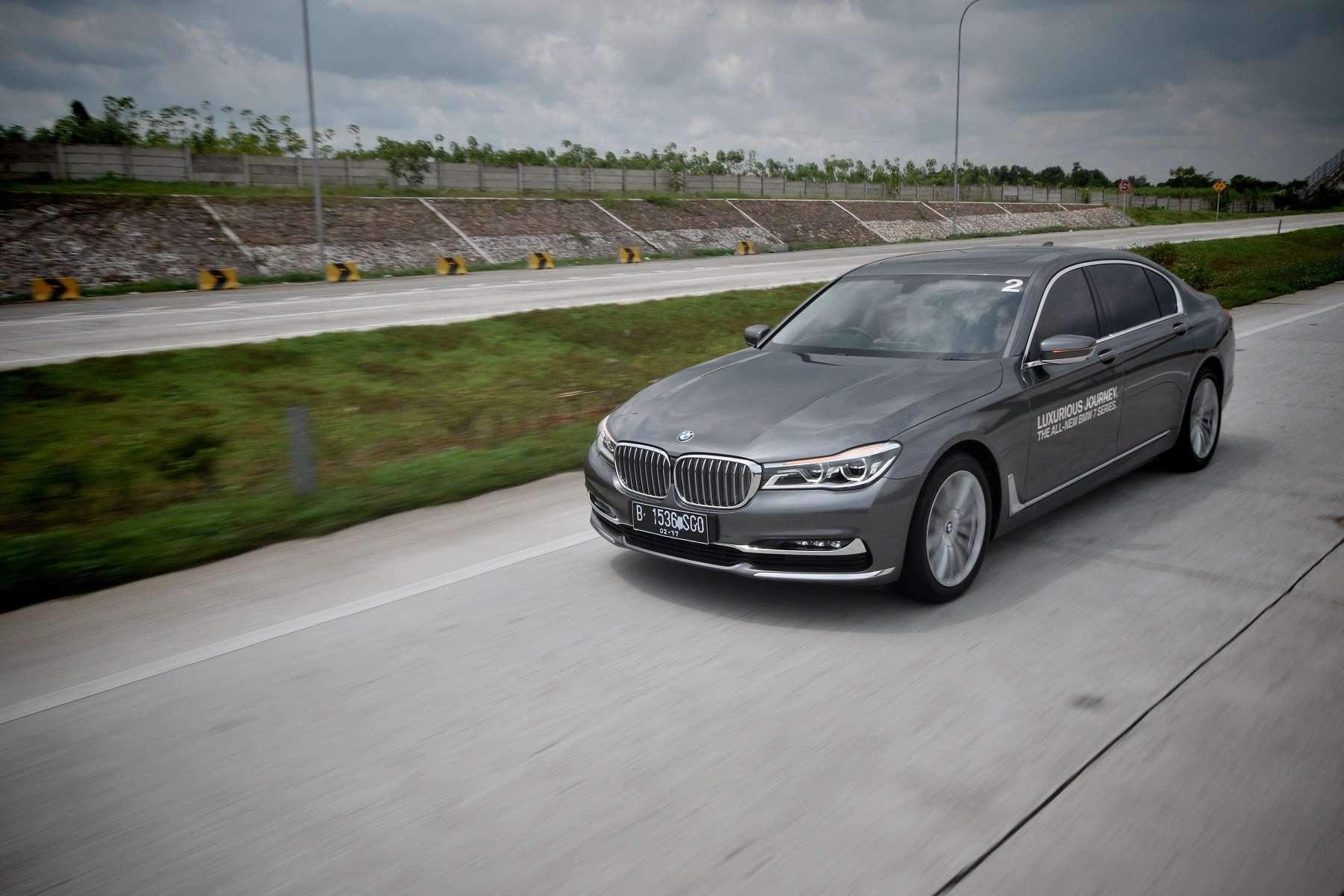 TEST DRIVE: BMW 7 Series, Performa di Dalam Kemewahan