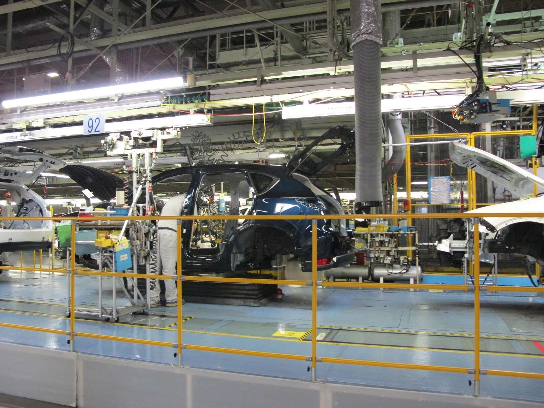 Mazda Lahirkan Mobil Setiap 53 Detik