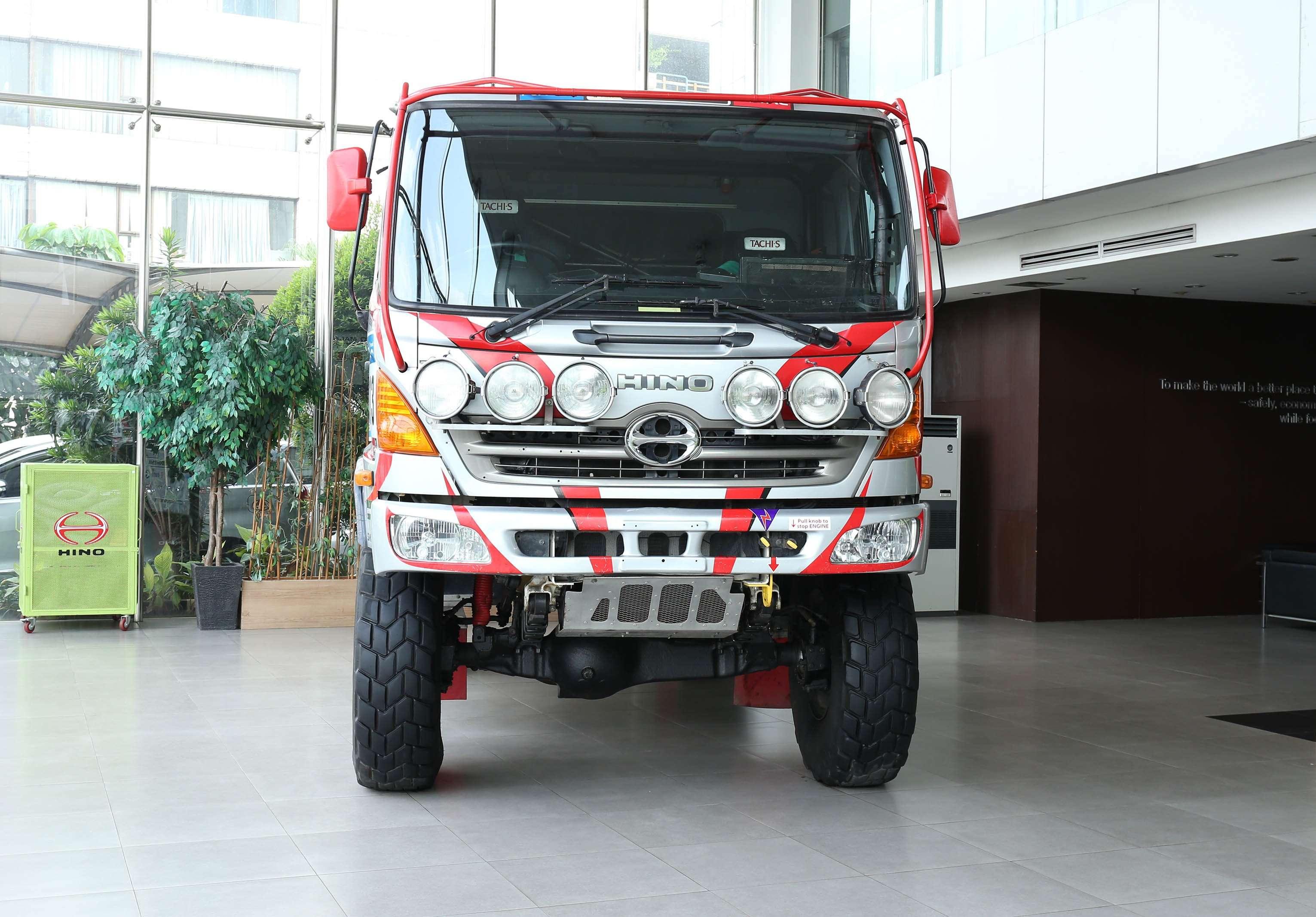 Kenalkan Ketangguhan, Hino Rally Dakar Mejeng di Indonesia