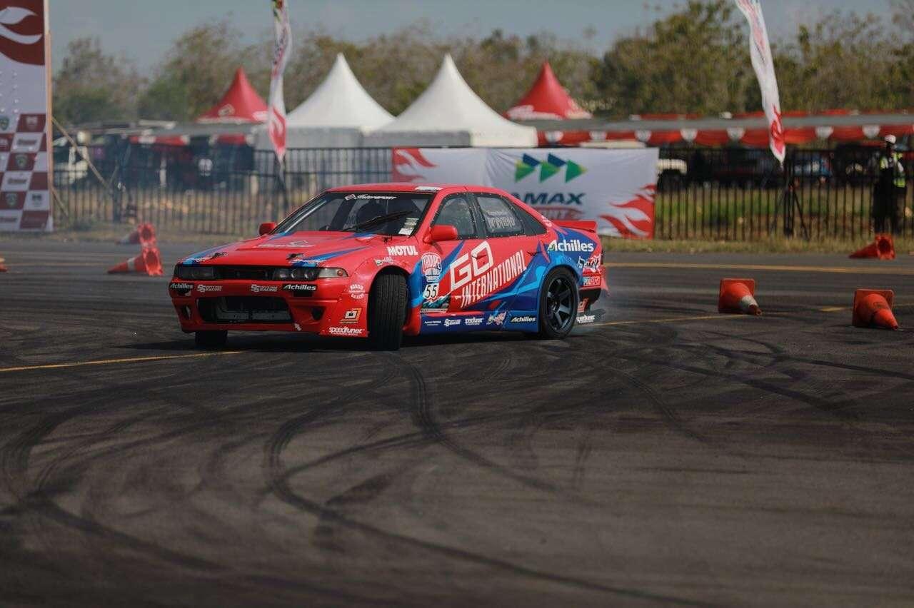 Amandio Angkat Piala Juara di Kejurnas Drift Seri 2