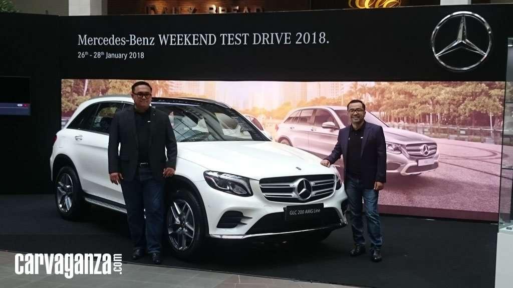 Mercedes-Benz The new E 200 dan The new GLC 200 AMG Line Meluncur