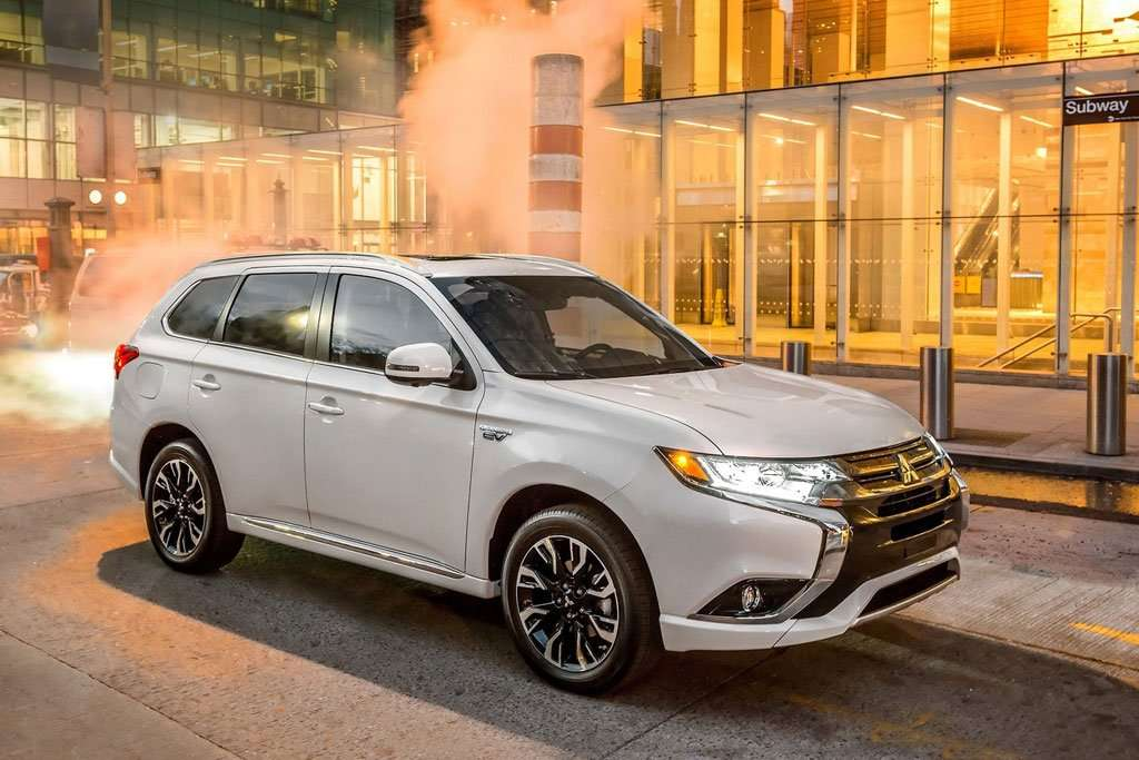 4 Tahun, Mitsubishi Outlander PHEV Cetak Penjualan 100.000 Unit
