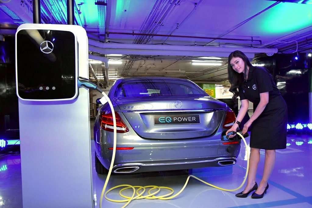 Pemilik Mercedes-Benz Lawas Juga Bisa Parkir di Charging Station Ini