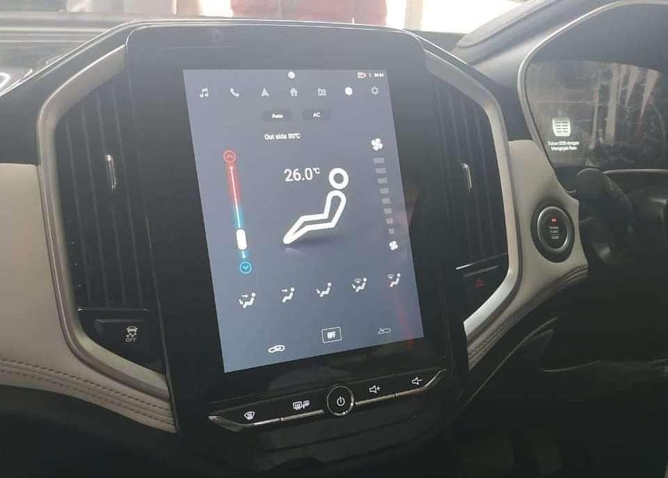 Wuling SUV Punya Head Unit Seperti Tesla?