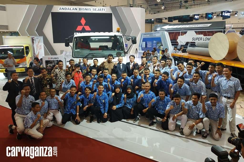 Peduli Pendidikan, KTB Donasikan Mitsubishi Colt Diesel untuk 3 SMK