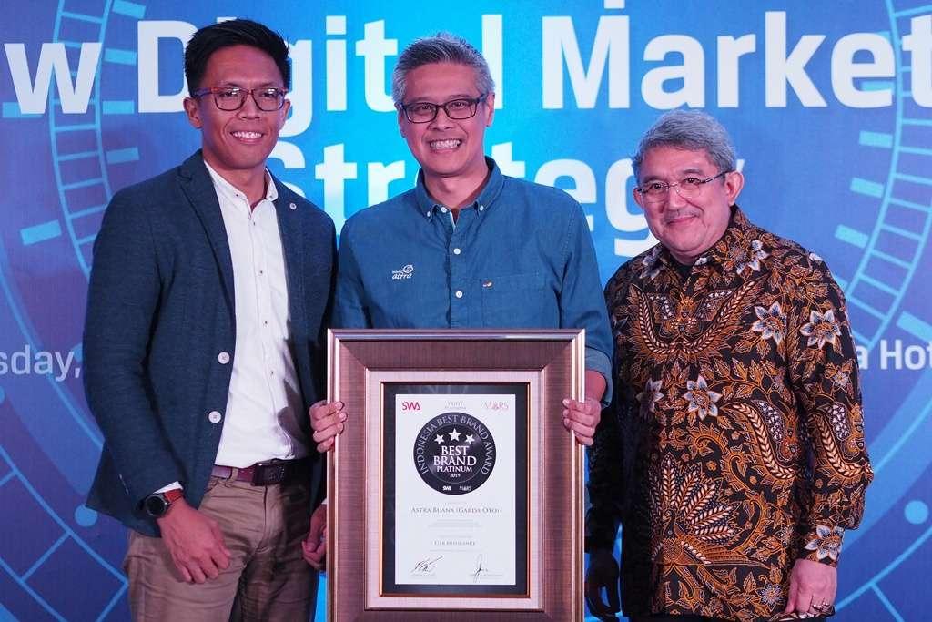 Garda Oto Raih Platinum Indonesia Best Brand Award 2019