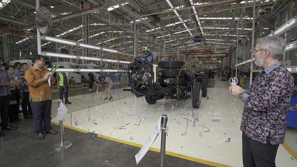 Daimler Resmikan Unit Baru, Khusus Produksi Kendaraan Komersial