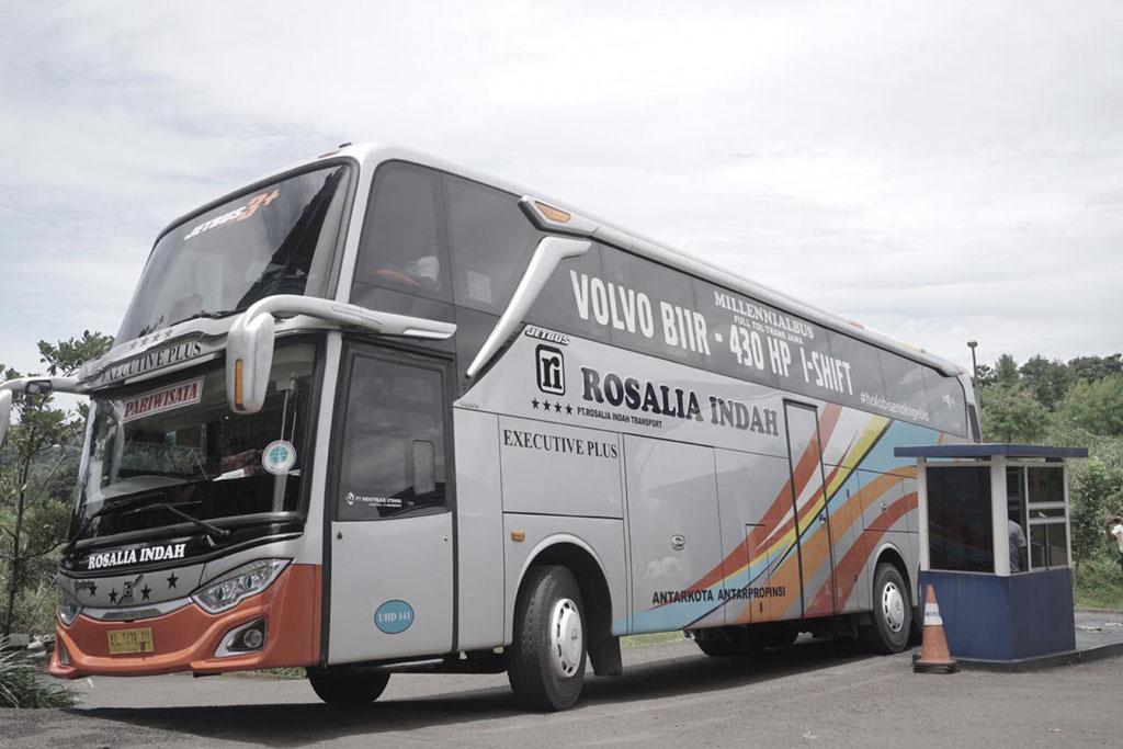 Mencicipi Bus Volvo B11R Premium Buatan Adiputro
