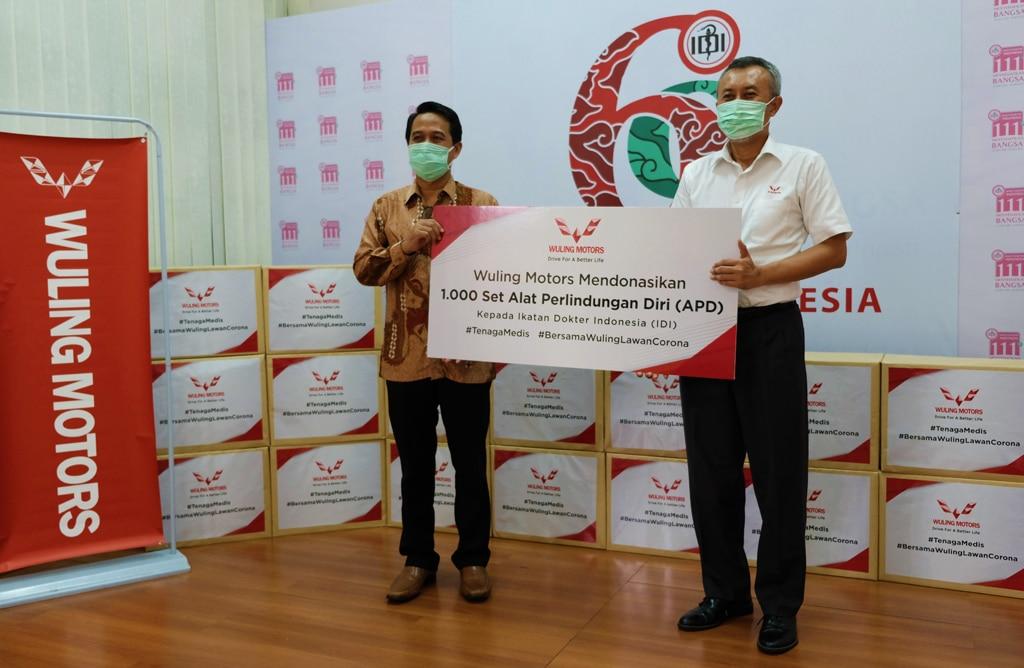 Wuling Donasikan 1.000 APD ke Ikatan Dokter Indonesia Perangi COVID-19