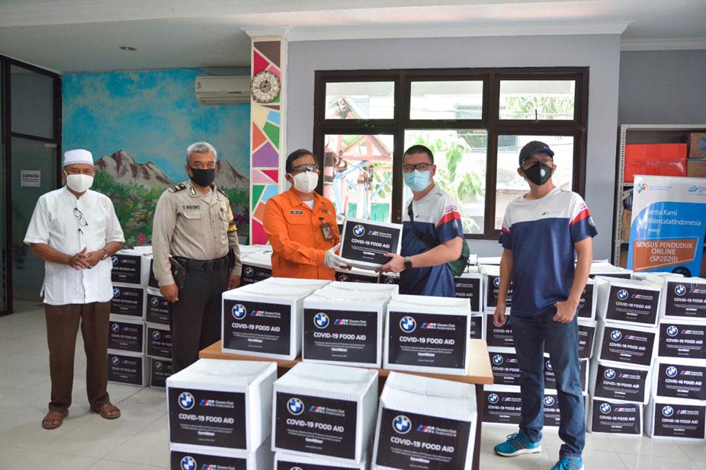 BMW dan M Owners Club Indonesia Bagikan 300 Paket Sembako