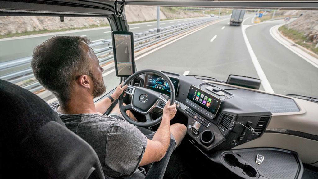 TIPS: 6 Cara Berkendara Sehat dan Aman untuk Pengemudi Truk dan Bus