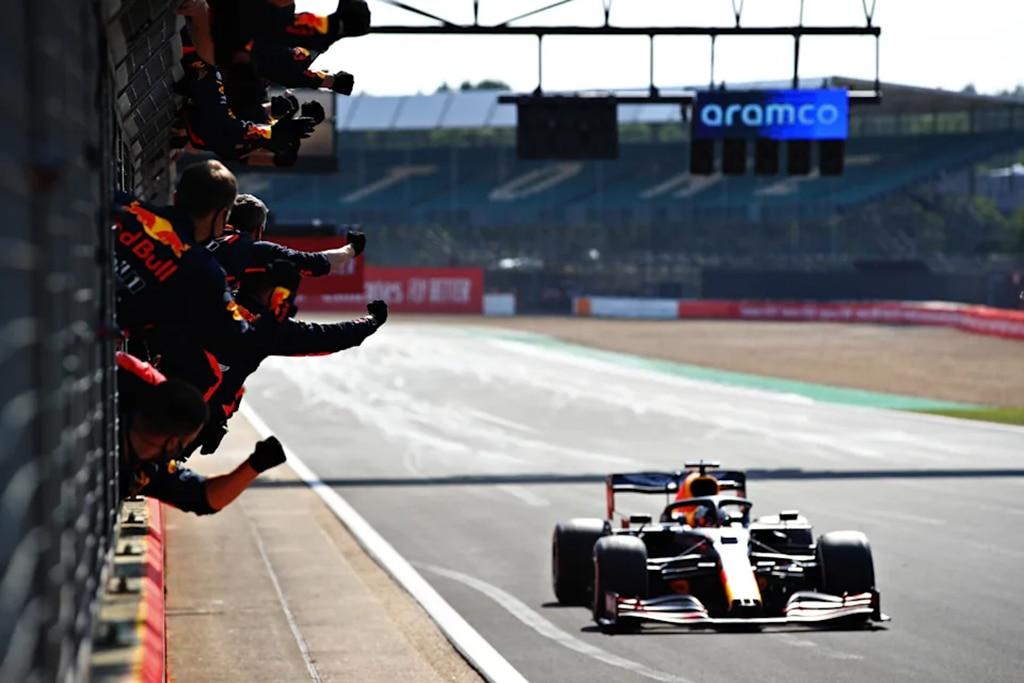 F1: Adu Strategi, Verstappen Taklukkan Mercedes di Silverstone