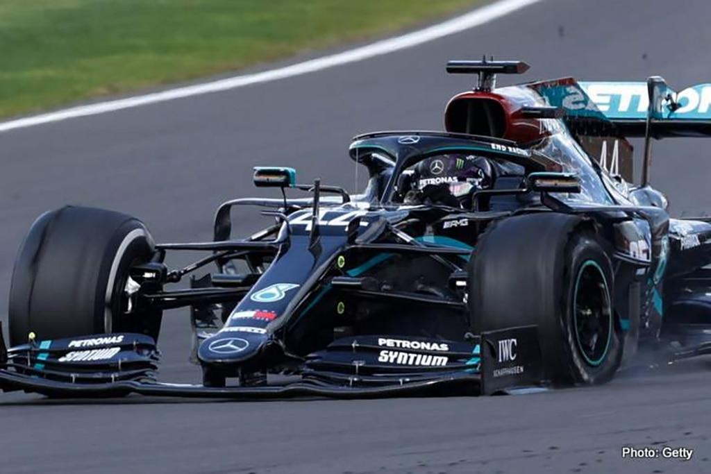 F1: Hamilton Finish Pertama GP Inggris 2020 dengan Ban Pecah