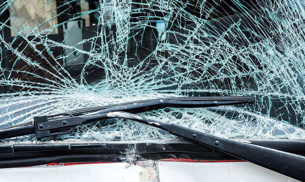 Kaca Mobil Pecah karena Kejahatan, Bisakah Diganti Asuransi?
