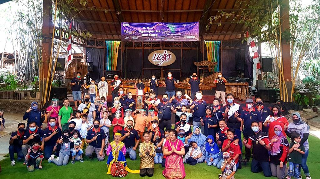 Velozity Chapter DeBogors Ajak Keluarga Ngaluyur ke Saung Angklung Udjo