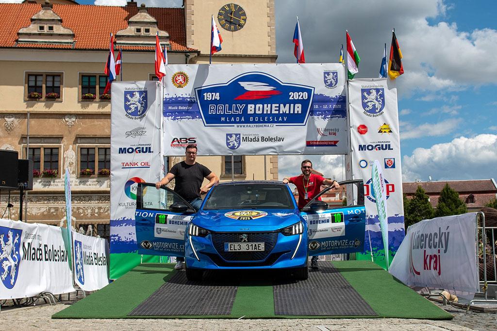 Peugeot e-208 Raih 3 Gelar Balap Mobil Listrik di Republik Ceko
