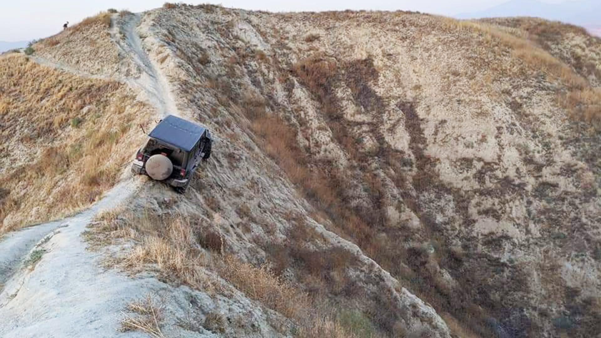 Pemilik Jeep Wrangler Yang Nyangkut Di Bibir Jurang Buka Suara
