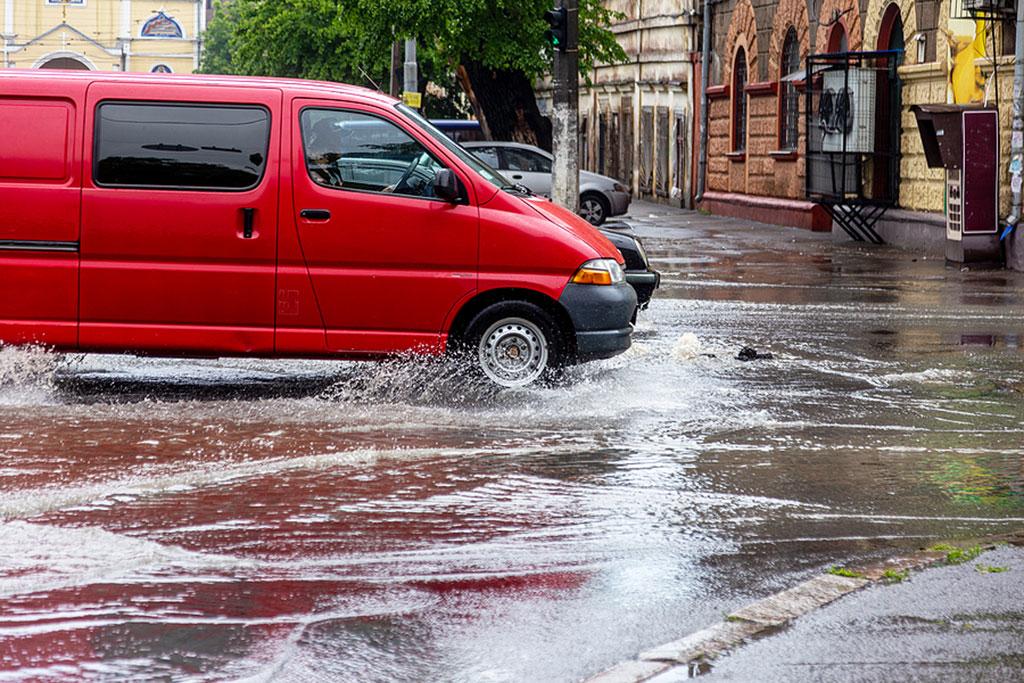 TIPS: Musim Hujan Sudah Tiba, Siapkan 3 Hal Penting ini