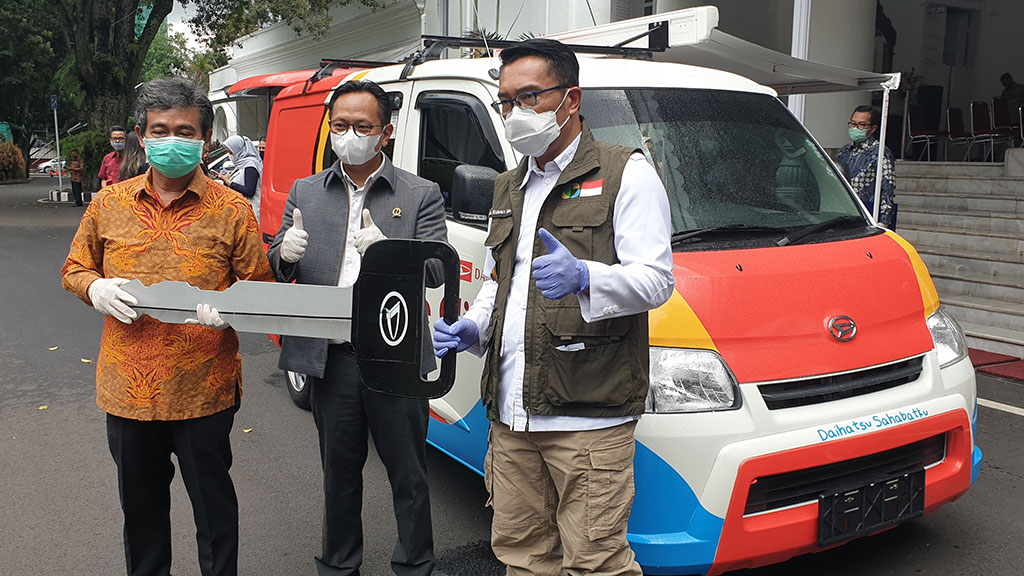 Daihatsu Donasikan 2 Unit Modifikasi Gran Max untuk Mobil Klinik ke Pemprov Jabar