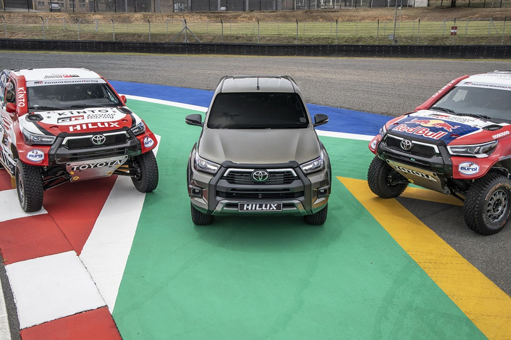 Toyota Gazoo Racing Tampilkan Hilux Bermesin V8 Yang Akan Turun Di Rally Dakar 2021