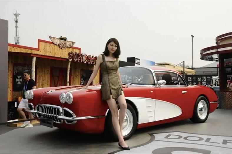 Produsen Mobil Cina Bikin Tiruan Chevrolet Corvette C1 Klasik, Kata Chevrolet Gak Mirip!