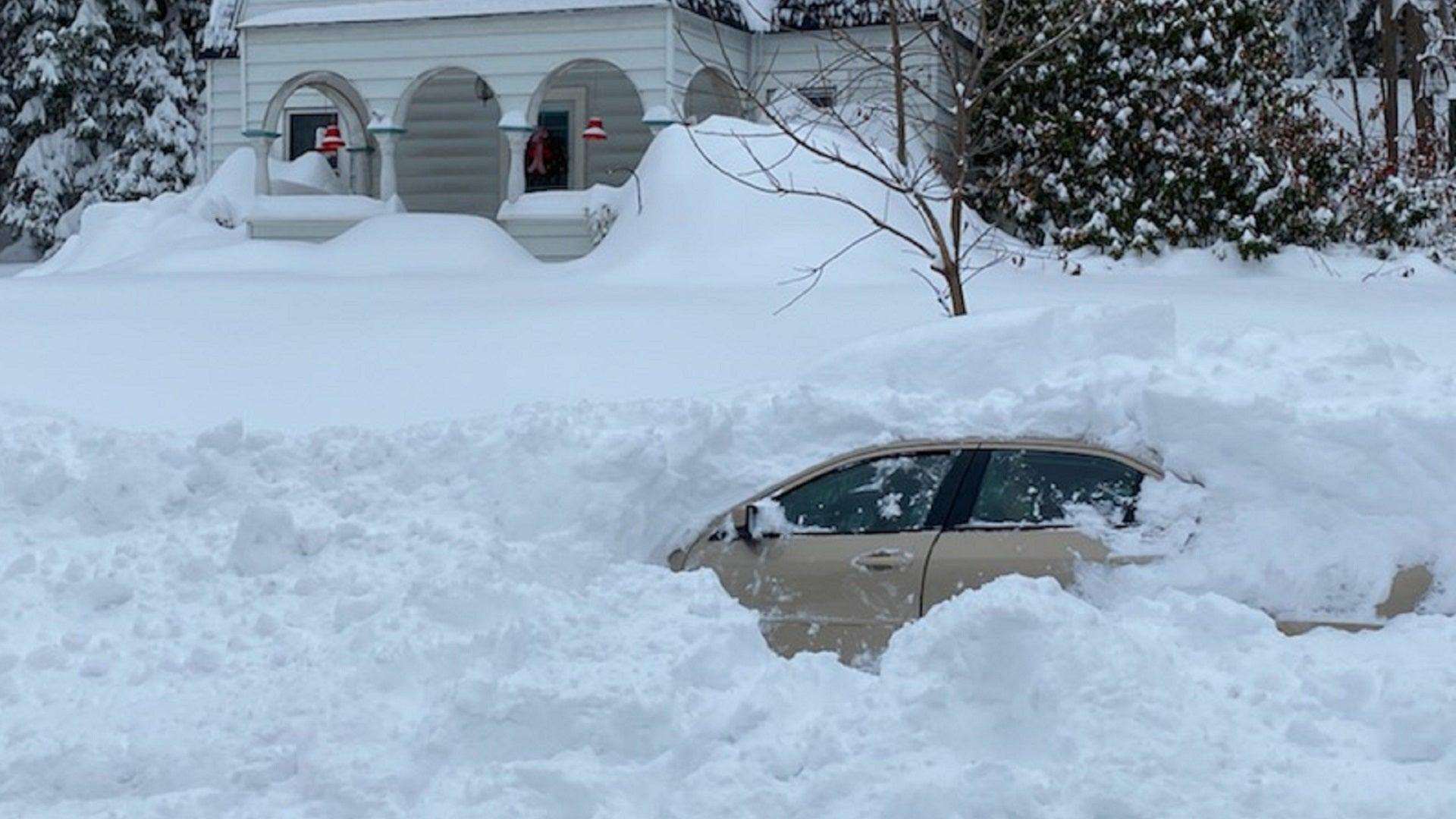 Ketimbun Salju Selama 10 Jam Di dalam Mobil, Masih Hidup