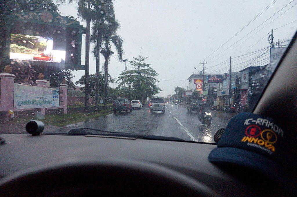 Hindari 3M Jika Anda Berkendara Saat Hujan