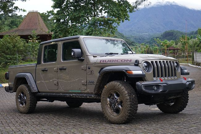 2021-Jeep-Wrangler-Gladiator-Indonesia-7