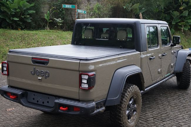 2021-Jeep-Wrangler-Gladiator-Indonesia-8