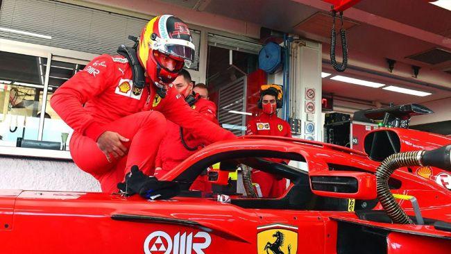 Carlos Sainz Resmi Debut Geber Ferrari di Fiorano