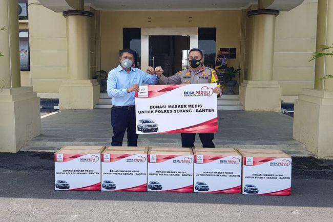 Sosialisasi 3M, DFSK Gandeng Polsek Serang Bagikan 10 Ribu Masker