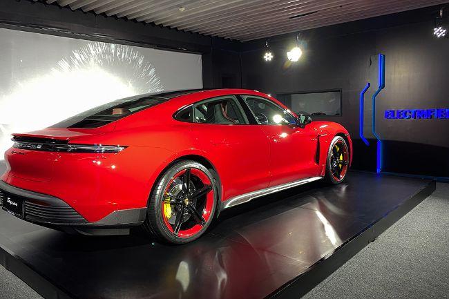 Porsche-Taycan-Turbo-S-2021-Indonesia-3