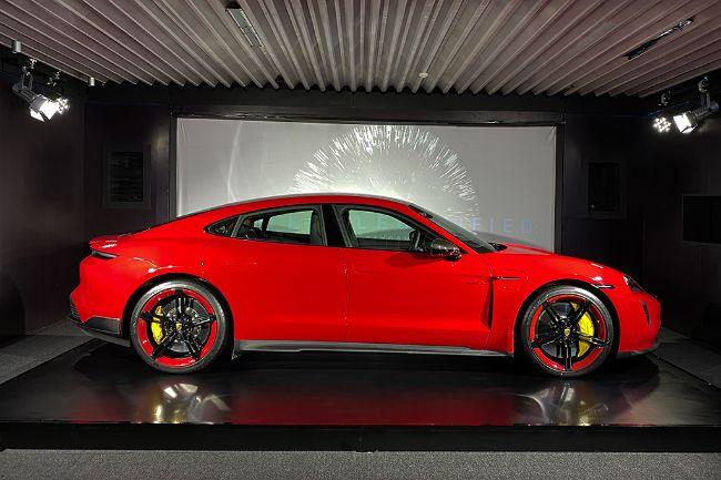 Porsche-Taycan-Turbo-S-2021-Indonesia-5