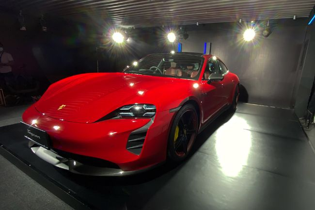 Porsche-Taycan-Turbo-S-2021-Indonesia-6