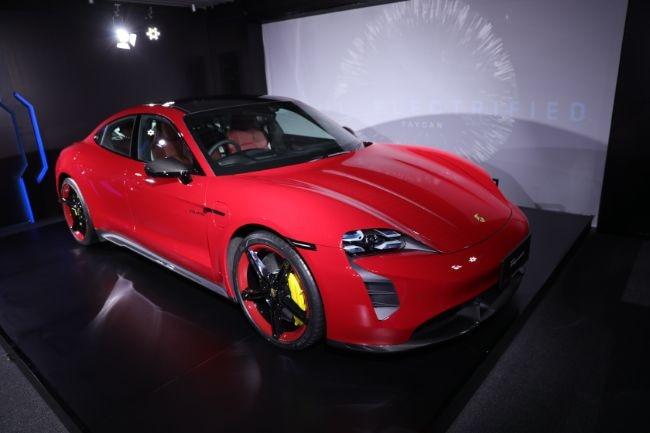 Intip Beberapa Hal Menarik Porsche Taycan Turbo S Terbaru