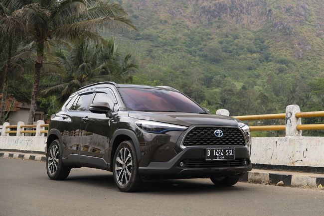 Membandingkan Spesifikasi Mazda CX-30 vs Toyota Corolla Cross Hybrid