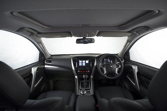 Mitsubishi New Pajero Sport interior