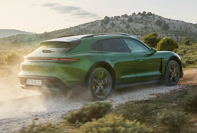 Porsche-Taycan-Cross-Turismo-2022-4