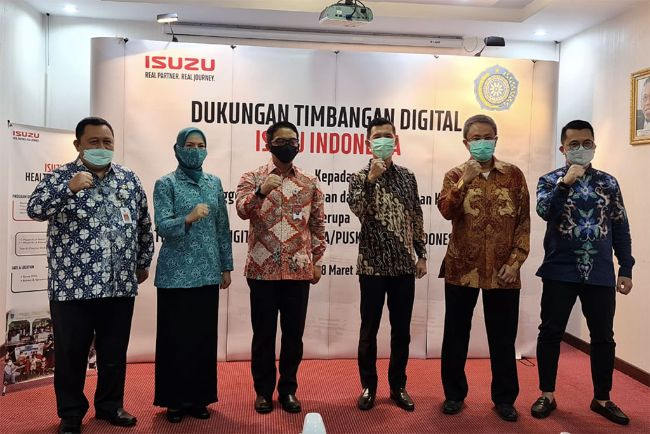 Isuzu Astra Serahkan 100 Timbangan Digital untuk Tingkatkan Layanan Posyandu