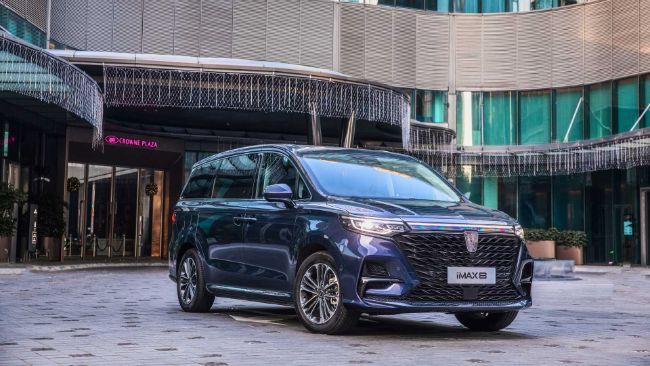 Mobil Cina Ini Punya Konsol Tengah yang Bisa Digeser Secara Elektris!