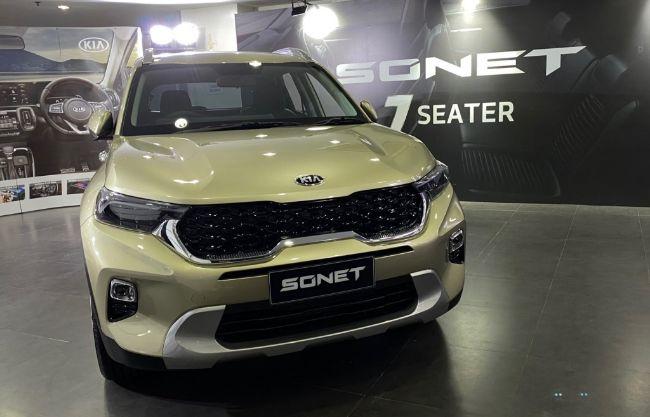 Kia-Sonet-7-Seater-2021-16