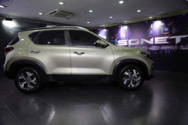Kia-Sonet-7-Seater-2021-1