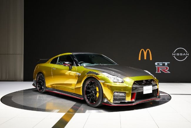 Nissan-GT-R-McDonalds-2